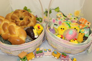 Easter-products in baskets